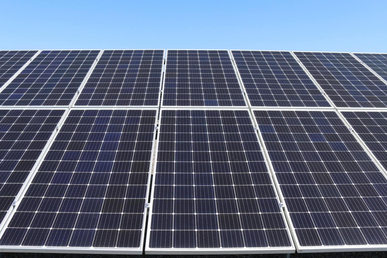 Ile paneli wyprodukuje wystarczającą ilość prądu dla czteroosobowej rodziny? Wszystko co warto wiedzieć!