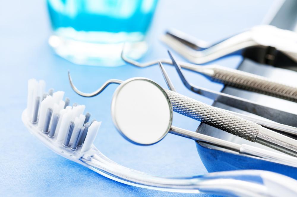Ile kosztują sztuczne zęby?